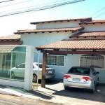 Linda casa na rua 12